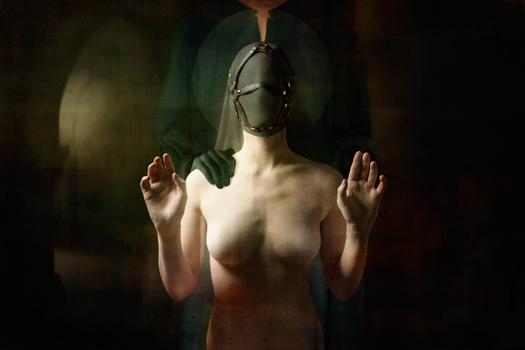 """[EQUILIBRIO]<br>Model : <u><a href=""""https://www.instagram.com/das.fraeulein.fuchs/"""">Das Fraülein Fuchs</a></u><br>Headpiece : <u><a href=""""https://www.instagram.com/noraly_cyberesque/"""">Cyberesque</a></u><br><u><a href=""""http://www.nihil.fr/product/equilibrio/"""">Order a print</a></u>"""