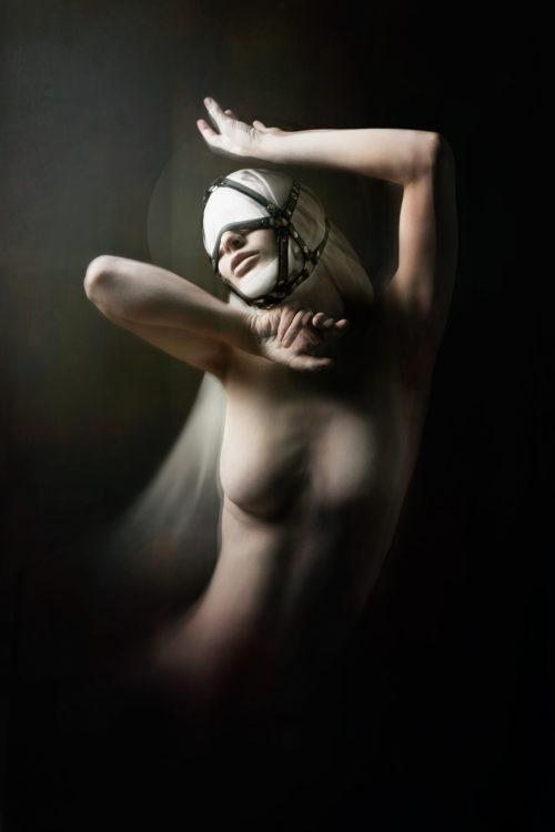 """[HEVEIEN]<br>Model : <u><a href=""""https://www.instagram.com/das.fraeulein.fuchs/"""">Das Fraülein Fuchs</a></u><br>Headpiece : <u><a href=""""https://www.instagram.com/noraly_cyberesque/"""">Cyberesque</a></u><br><u><a href=""""http://www.nihil.fr/product/heveien/"""">Order a print</a></u>"""